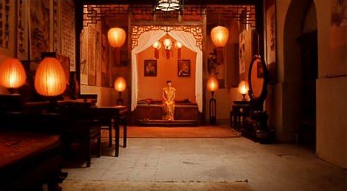 essays on raise the red lantern 《大红灯笼高高挂》(raise the red lantern)是1991年出品的一部中国电影,由张艺谋 导演,巩俐主演。电影剧本是由倪震根据1990.